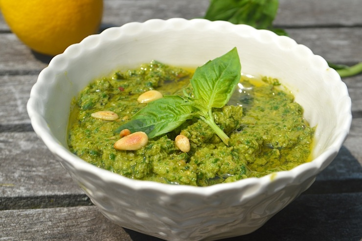 easy-basil-pesto-9.jpg